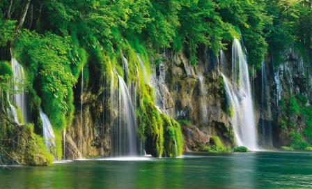 Day trips to Plitvice Lakes, departures from Zagreb