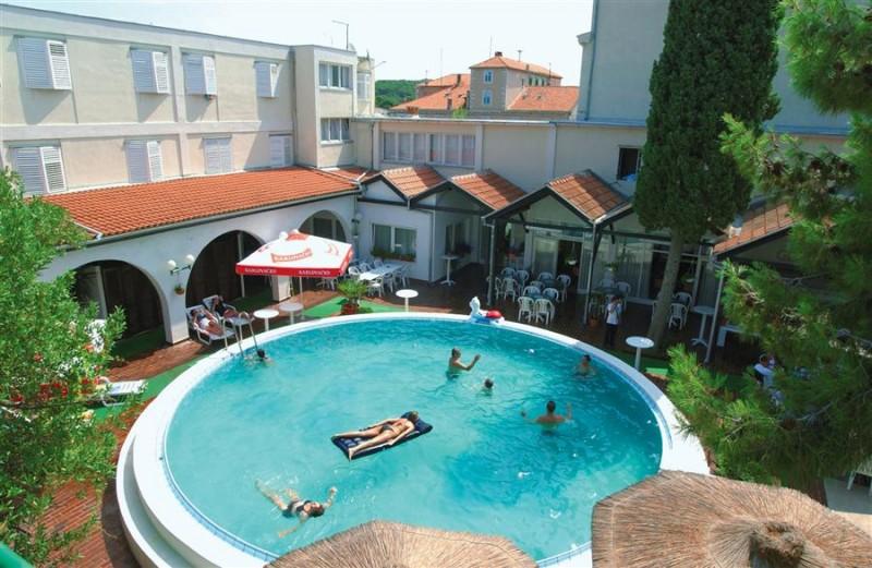 Vikend na moru, Hotel Borovnik***, Tisno