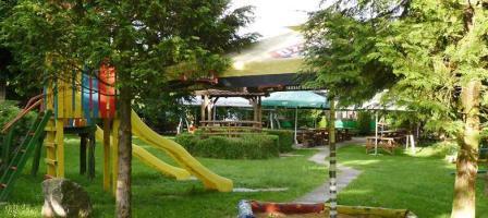 Dječje igralište, tobogan, mali zoološki vrt i dobra klopa.. Sve to nudi restoran...