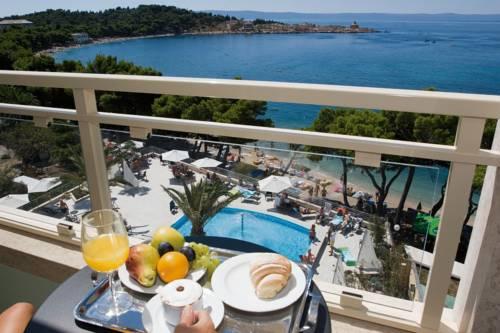 Bogata ponuda i prva ljetna kava u Makarskoj, hotelu Park 4* samo 550 kn po osobi,